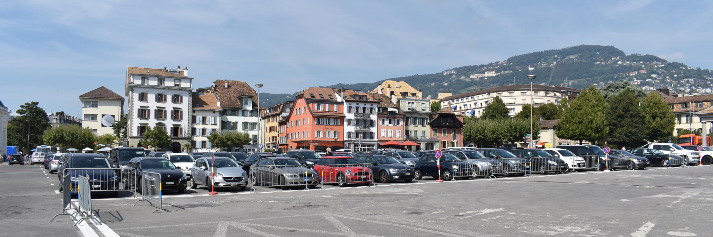 Stationnement des voitures sur la Place du Marché
