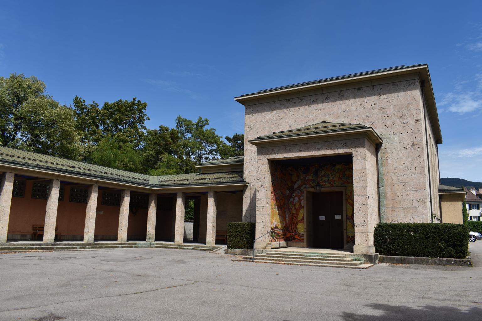 L'entrée principale de la chapelle du cimetière de St-Martin